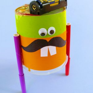 Drawing bot made from a plastic pot, motor, battery and felt pens