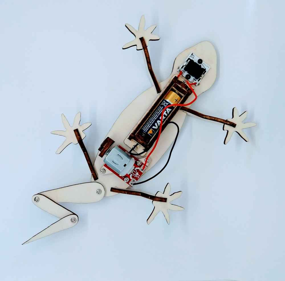 Electronics on a wooden Gecko