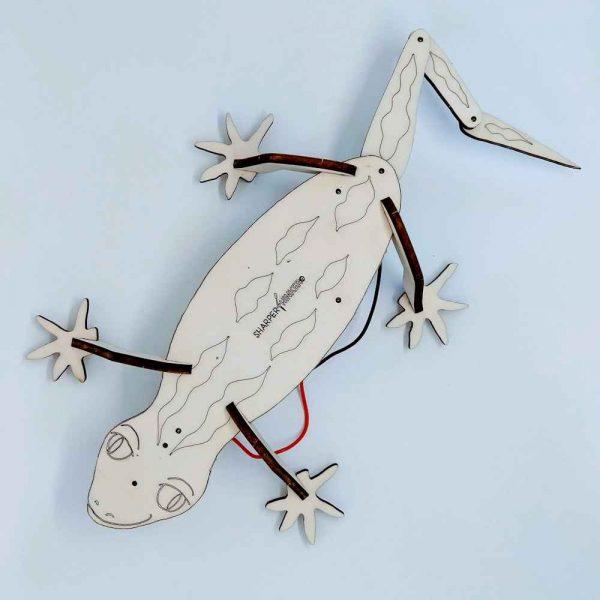 Wooden lasercut NZ Buzzing Gecko kit